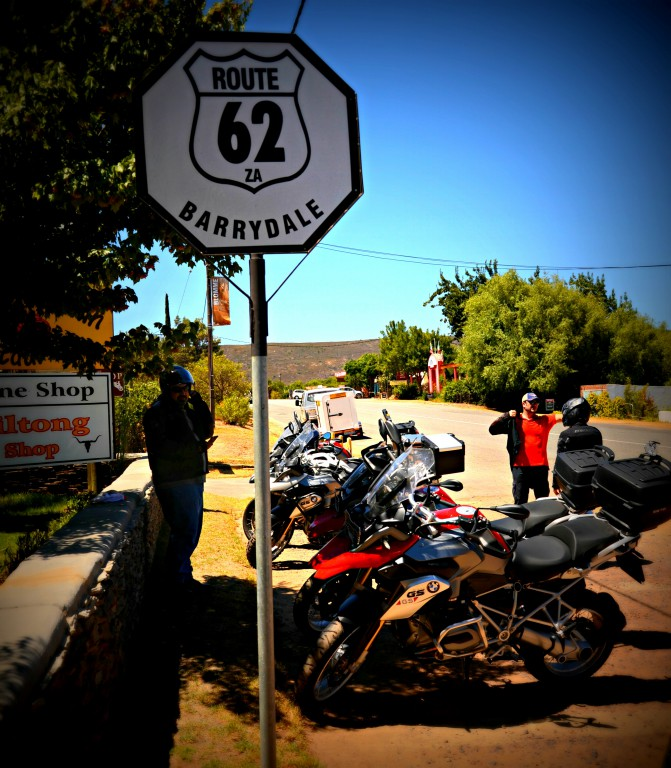 A group of motorbikes on the side of route 62.